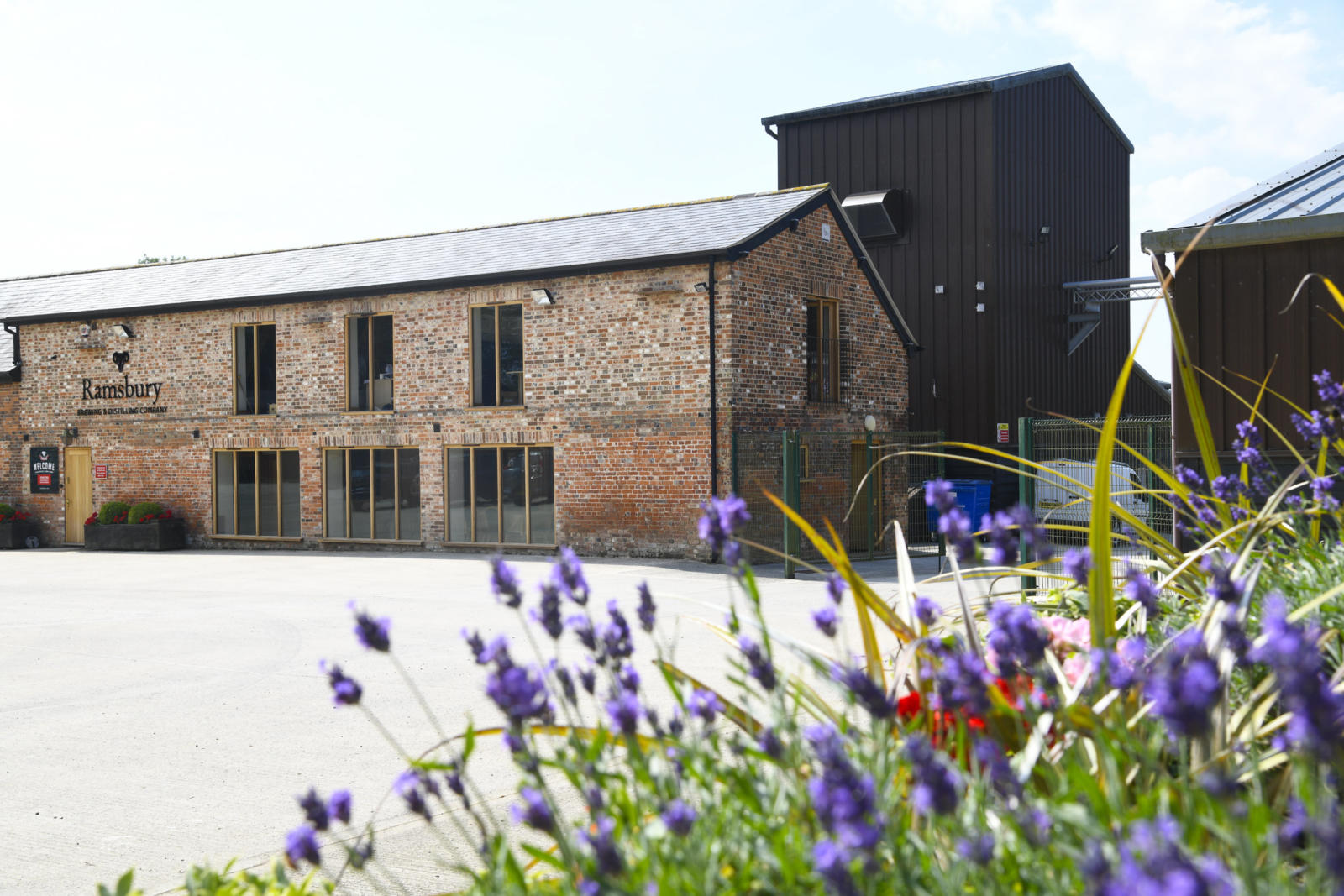 The outside of the Ramsbury Brewery shop and tasting room in Spring